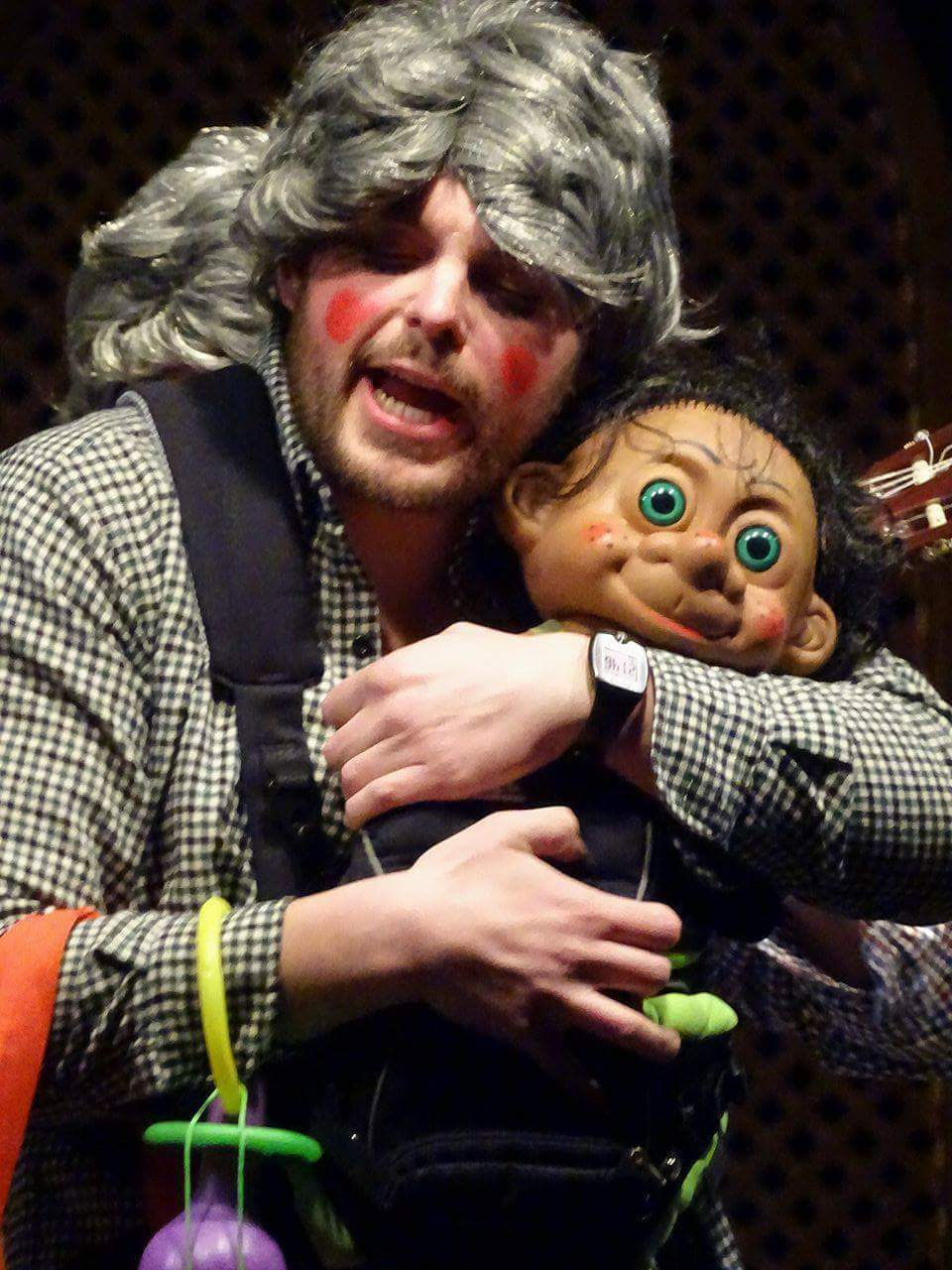 El concurso de murgas y el baile de máscaras ponen el broche a una intensa semana de carnaval en Torralba de Calatrava