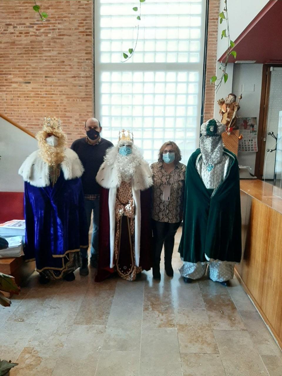 La ilusión de los niños torralbeños invade puertas y ventanas para recibir a los Reyes Magos