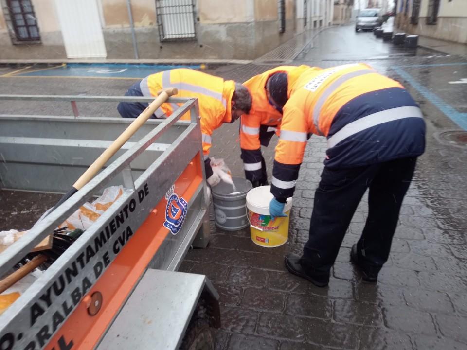 El Ayuntamiento torralbeño ha combatido la nieve y las heladas esparciendo unos 6.000 kilos de sal