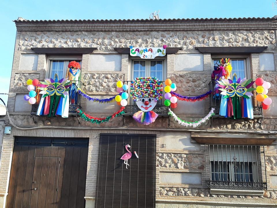 El I Concurso de Balcones de Carnaval llena de colorido y creatividad las calles torralbeñas